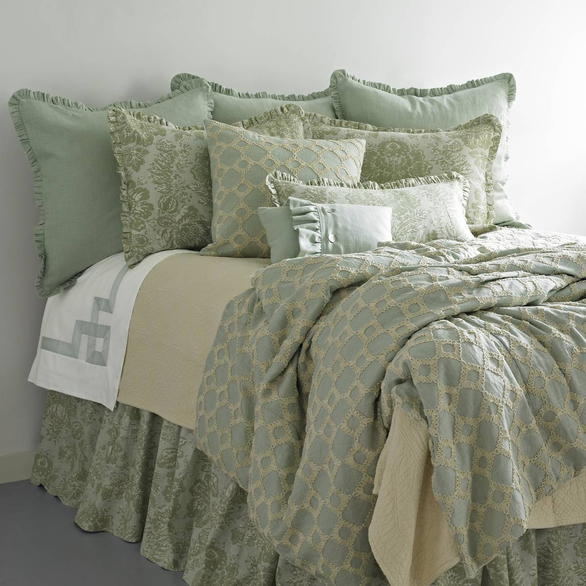 Traditions Linens Keepsake Bedding Ensemble