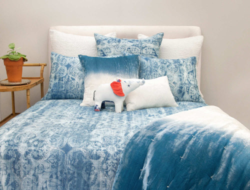 Kevin O'Brien Studio Persian linen/cotton bedding is machine washable.