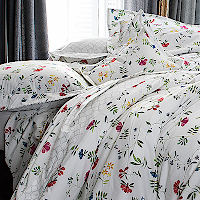 A graceful floral pattern digitally printed on a fresh percale.