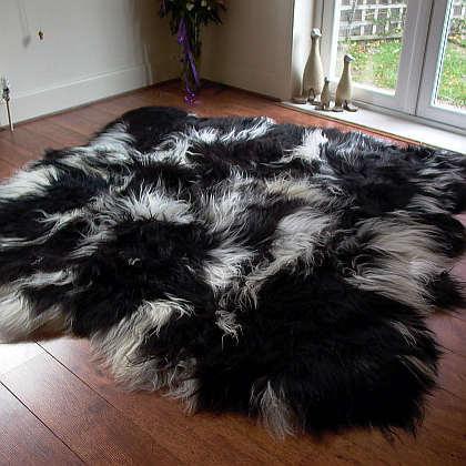 Auskin Artic Icelandic Sheepskin Six Pelt Rug in Black and White