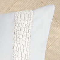 Bellino Crocochanel makes a wonderful statement on this bedding..