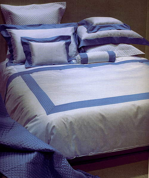 Cottimaryanne Pentajour is a luxurious Egyptian cotton sateen with a generous 450 thread count available in all Visconti colors with custom colored border.