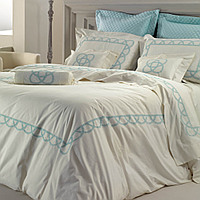 Cottimaryanne Pilar is a luxurious Egyptian cotton percale bedding with a generous 460 thread count with a custom colored embroiclass=