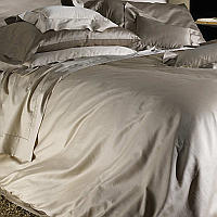 Cottimaryanne Visconti is a luxurious Egyptian cotton sateen with a generous 450 thread count.