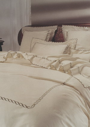 Cottimaryanne Torcione is a luxurious Egyptian cotton sateen with a generous 450 thread count available in all Visconti colors.