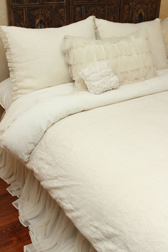 Couture Dreams Heavenly Linen Duvet is simple, soft and comfy and woven to perfection.