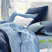 Wonderful bedding in reversible 100% pure linen, here in rich tones of midnight and Wedgwood blue.