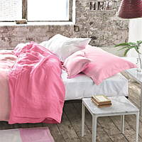 A wonderful, reversible 100% pure linen bedding, here in peony pink tones.