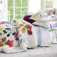Exquisite roses on a grand scale feature in this beautiful floral bedding design.