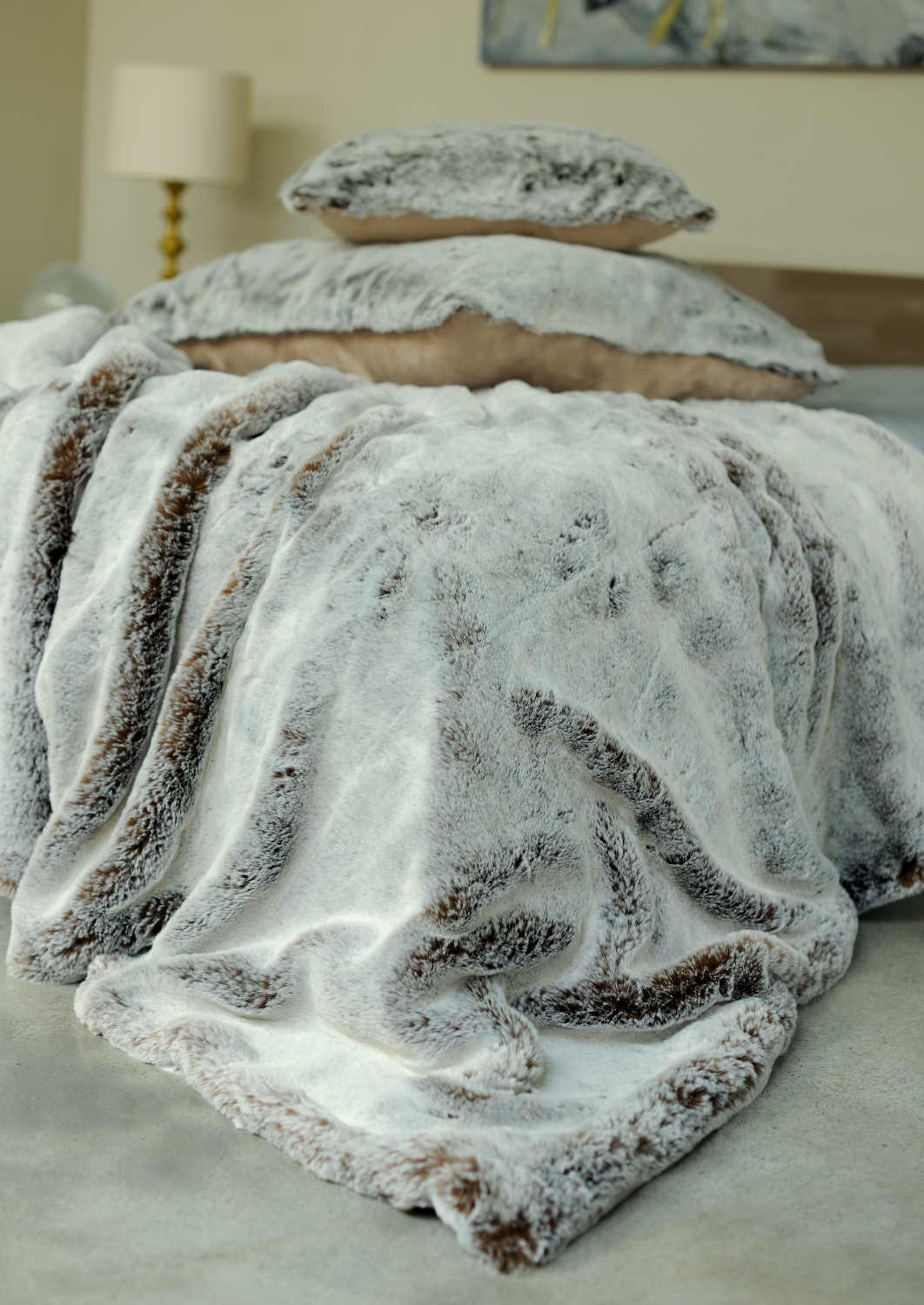 Evelyne Prelonge Luxe Faux Fur Bed Covers Accessories In Chestnut