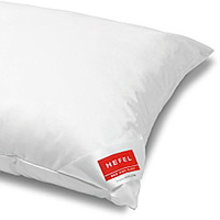 The HEFEL Softbausch Memory pillow moulds itself to exactly fit the shape of your head in order to minimize muscle tension in the head and neck.