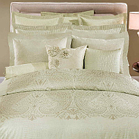 A 600 thread count, 100% Egyptian cotton Italian jacquard, available in a Stripe or Abstract pattern.