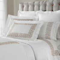 A 300 thread count, 100% Egyptian cotton, Italian sateen, with an elegant decorative embroidery and a hand hemstitch.