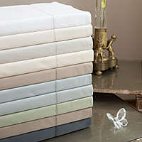 A 600 thread count 100% Egyptian cotton solid sateen.