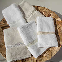 Home Treasures Wreath Guest Towels - A tasteful, wreath-patterned Swiss lace that is applied to the option of a 550 gram, zero tclass=