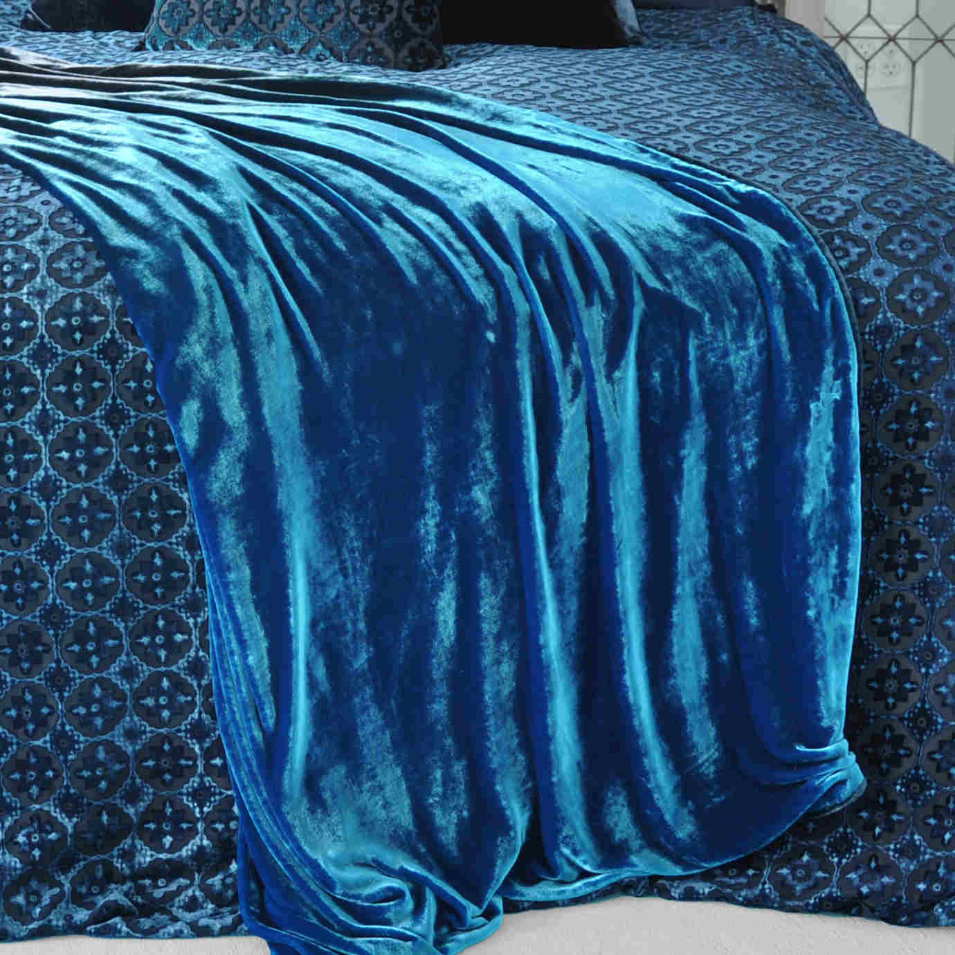 Kevin O'Brien Studio Ombre Solid Velvet Throw