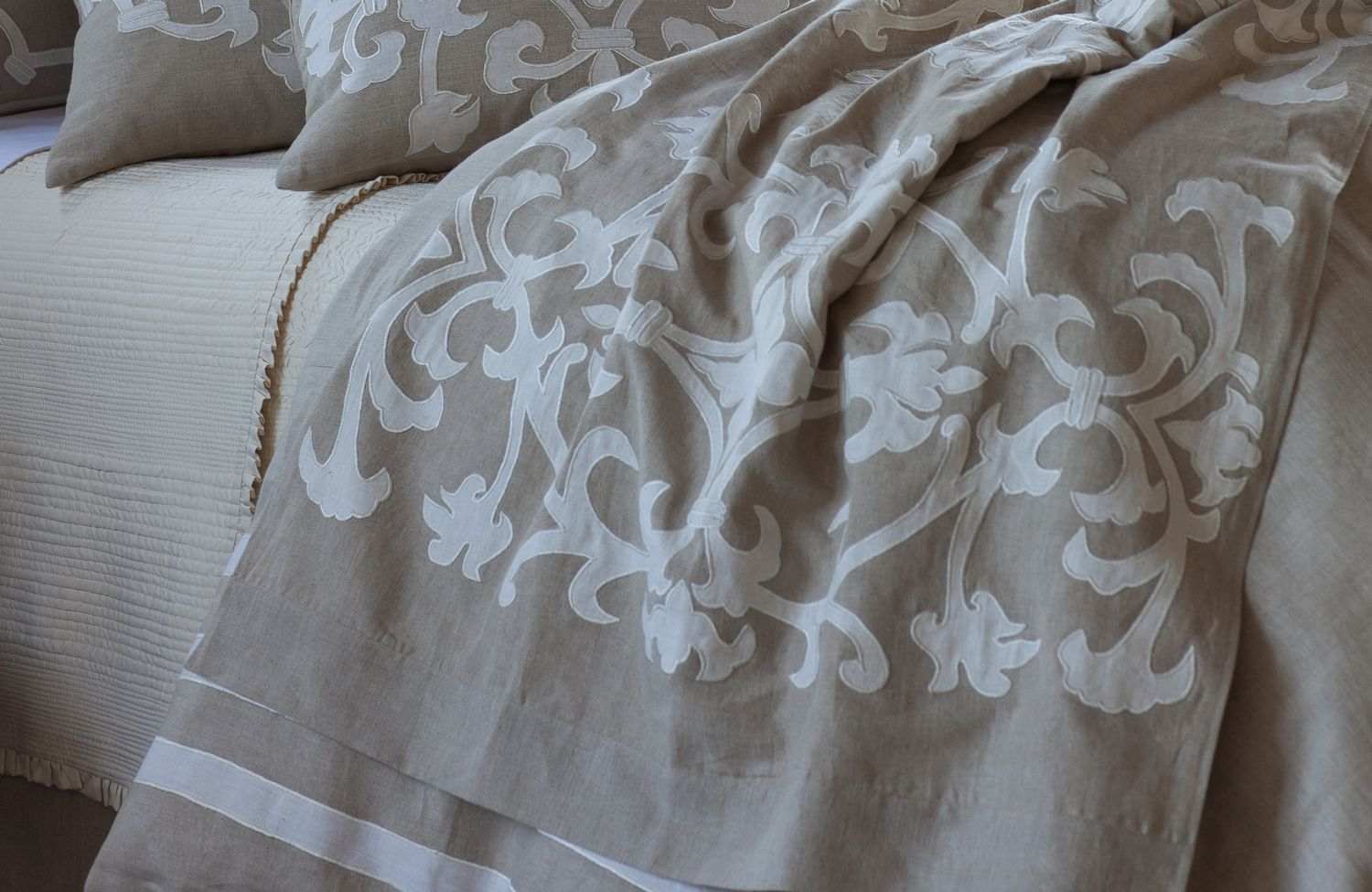 Lili Alessandra Louie Natural/White Linen Throw