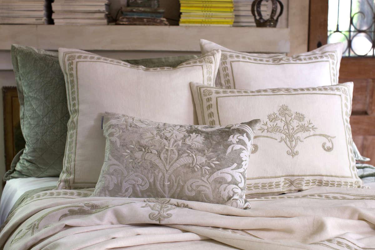 Uuu Lili Alessandra Marci Antique White Linen With Ice