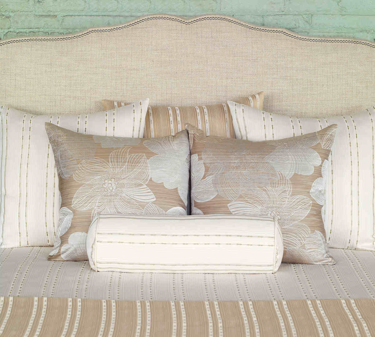 Nancy Koltes Linens Madison Coverlet And Shams And Dec Pillows