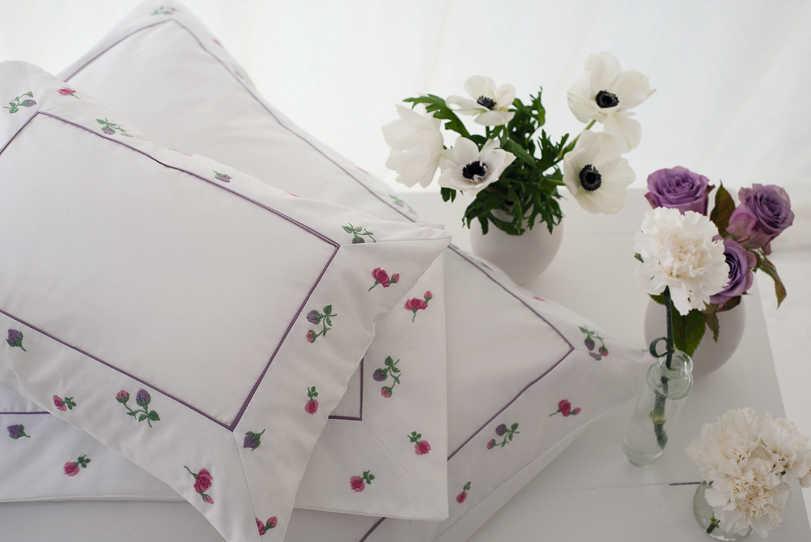 Discontinued nina ricci maison bouton de rose bedding for Anti bouton maison