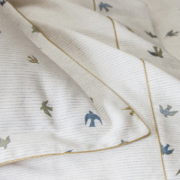 The bronze and luminous iconic doves are sublimated by a delicate gold border.