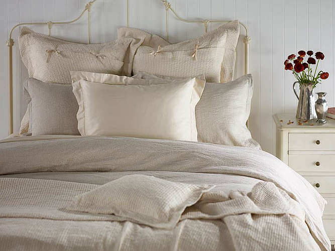 Purists Elba Bedding is 60% Egyptian Cotton / 40% Linen.