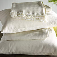 Purists Emma L/C Bedding is 45% Wool / 40% Egyptian Cotton / 15% Linen.