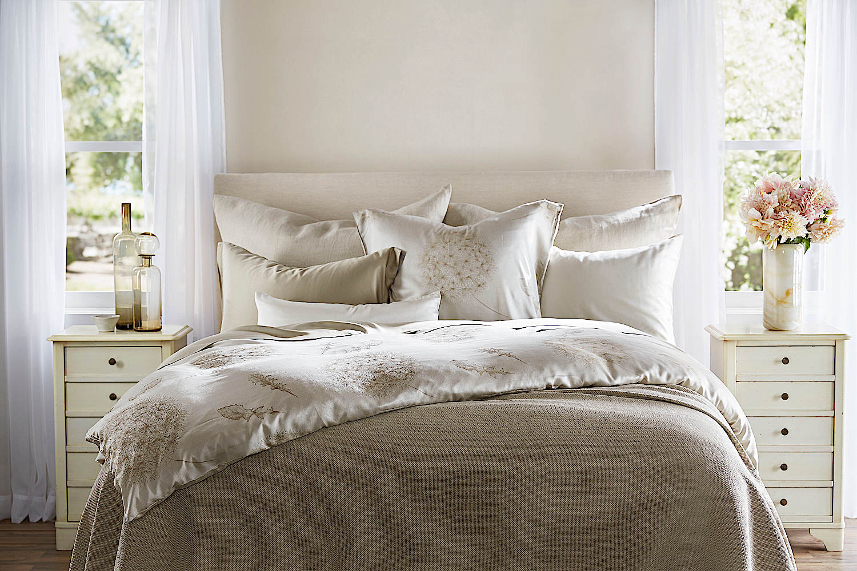 Legna Dandelion Bedding Swatch