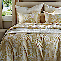 The shadowy vine is beautifully woven from divinely soft Egyptian cotton in this elegant jacquard.