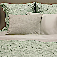 SDH Savannah Bedding is made with 5 - color yarn dyed jacquard.