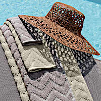 Svad-Dondi-India-bath-towels-bath-sheets-with-hat-thumb