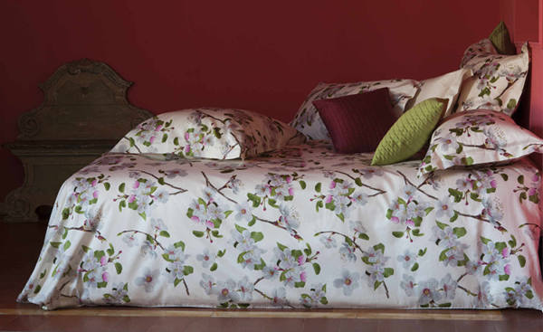 Alicudi Bedding by Signoira Firenze is a tribute to the beauty and energy of spring.