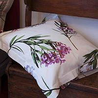 The movement of the branches that seem to be dancing on the fabric is inspired by the ancient association of Oleander with harmony on this printed bedding by Signoria Firenze.