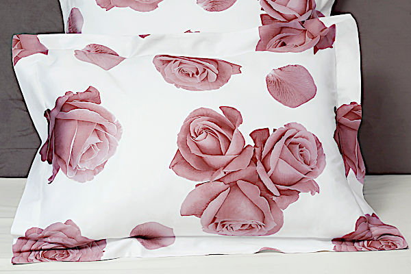 Signoria Bedding - Rosa Collection is showcasing pillow shams in White/Pink color.