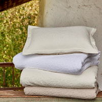 Stonewashed. 11% linen, 89% cotton.
