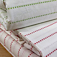 Riley is a simple printed sheet done on a beautiful quality 200 thread count Egyptian Cotton percale.