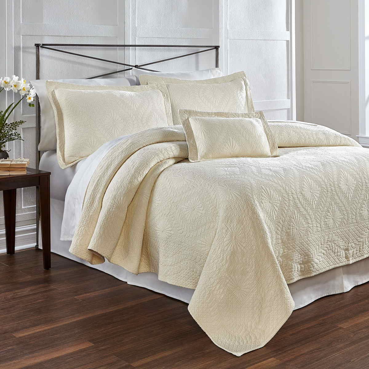 Well-known Traditions Linens Bedding Suzi Matelasse Coverlet and Shams CV86